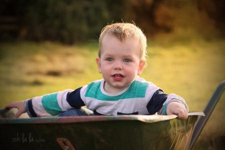 little boy-outdoor portrait