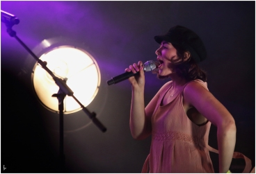 photograph of Remy Beasley singing with Rusty Shackle