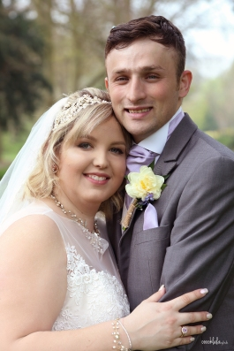 bride and groom at Caldicot Castle