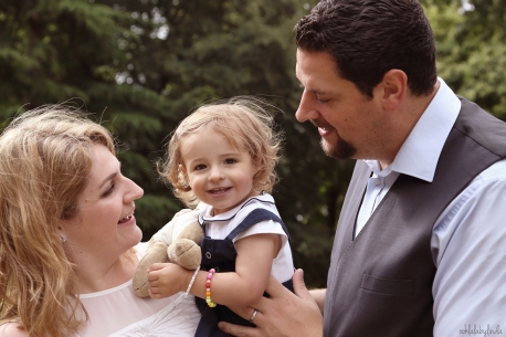 portrait of parents with little girl at Caldicot Castle