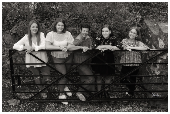 Mother and four daughters photo shoot